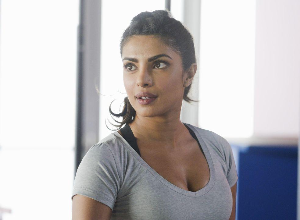 Alex (Priyanka Chopra) und ihre Kollegen müssen in der Akademie die Psychologie ihrer Mitmenschen durchschauen ... - Bildquelle: Philippe Bosse 2015 ABC Studios
