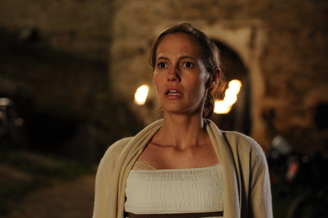 Nach vielen Jahren kehrt Sophie (Luisa Katharina Davids) in ihr Heimatdorf zurück, um ihrem Sohn ein beschauliches Leben zu ermöglichen. Doch kaum... - Bildquelle: Oliver Roth ProSieben