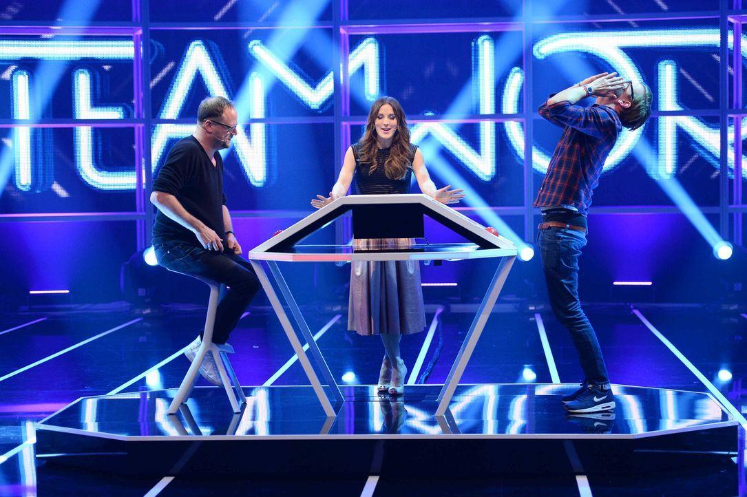 Moderatorin Jeannine Michaelsen (M.) lässt Joko (r.) und Smudo (l.) im direkten Duell gegeneinander antreten ... - Bildquelle: Willi Weber ProSieben