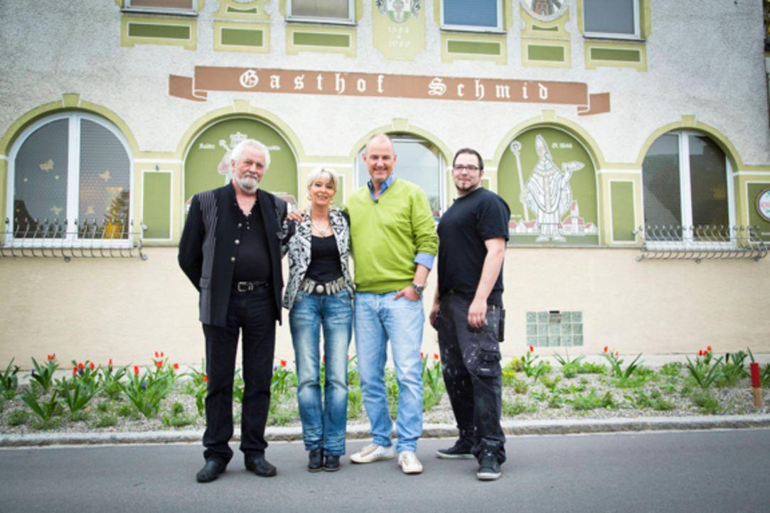 """Im """"Landgasthof Schmid - Zum Spatzl"""" in Batzenhofen bei Augsburg wird Frank Rosins (2.v.r.) Hilfe dringend gebraucht: Der gelernte Metzger Sascha (r... - Bildquelle: kabel eins"""