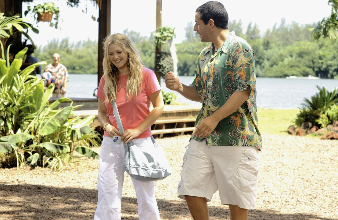 Henry (Adam Sandler, r.) bleibt nichts anderes übrig, als Lucy (Drew Barrymore, l.) jeden verrückten Tag erneut den Hof zu machen und darauf zu ho... - Bildquelle: Sony Pictures Television International. All Rights Reserved.
