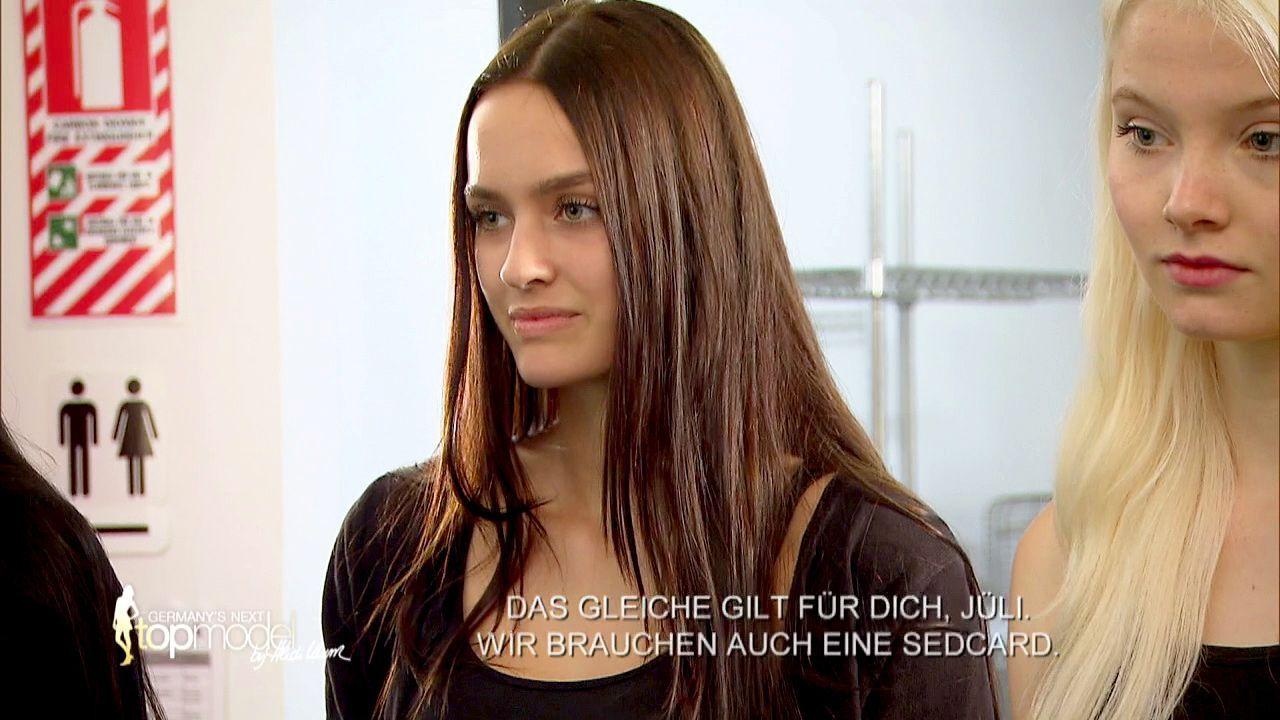 GNTM-Stf10-Epi09-Casting-Remix-Magazin-15-ProSieben - Bildquelle: ProSieben