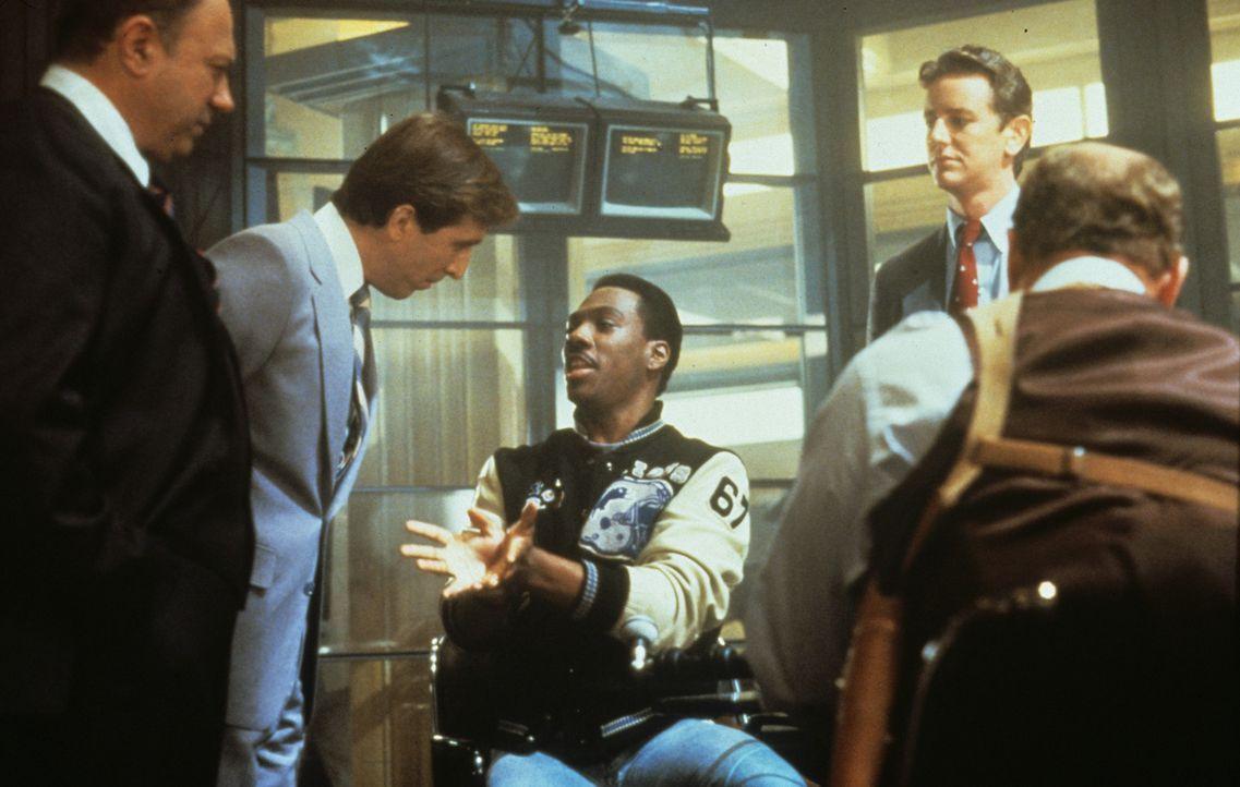 Superbulle Axel Foley (Eddie Murphy, M.) ermittelt entgegen alle Vorschriften im fremden Revier von Beverly Hills ... - Bildquelle: Paramount Pictures