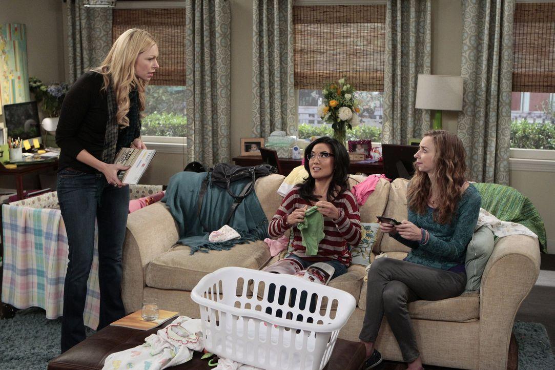 Planen einen ganz besonderen Geburtstag für Sloane: Chelsea (Laura Prepon, l.), Olivia (Ali Wong, M.) und Dee Dee (Lauren Lapkus, r.) ... - Bildquelle: Warner Bros. Television