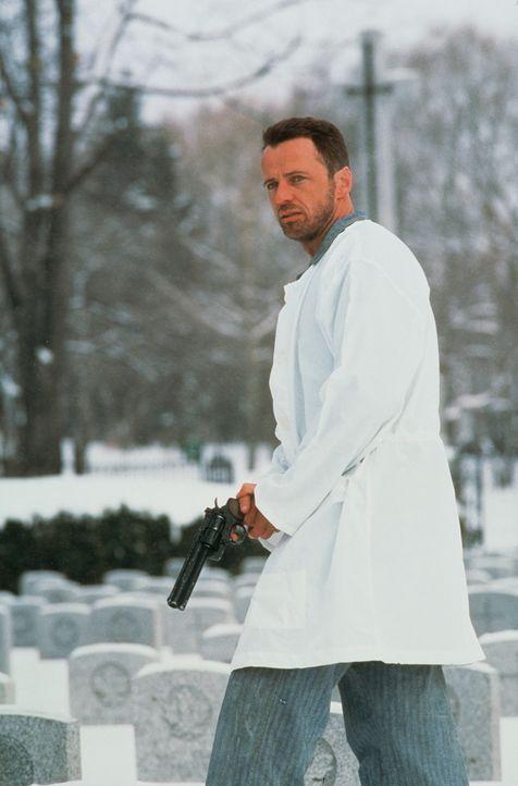 Um Carlos zu fassen, schlüpft Ramirez (Aidan Quinn) in dessen Haut. Der Terror in Jerusalem und im Libanon beginnt ... - Bildquelle: Sony Pictures Entertainment