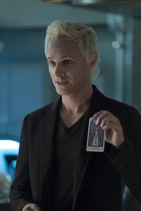 Während sich Blaine (David Anders) auf die Suche nach dem Zombie-Killer macht, suchen Liv und Clive nach dem Mörder eines Zauberers ... - Bildquelle: 2014 Warner Brothers