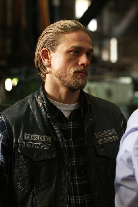 Muss eine Entscheidung treffen, die nicht nur sein, sondern auch das Leben des Clubs für immer verändern wird: Jax (Charlie Hunnam) ... - Bildquelle: 2013 Twentieth Century Fox Film Corporation and Bluebush Productions, LLC. All rights reserved.