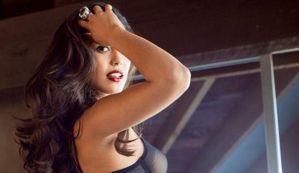 Playmate Januar 2014 Raquel Pomplun - Bildquelle: Michael Bernard für Playboy Januar 2014