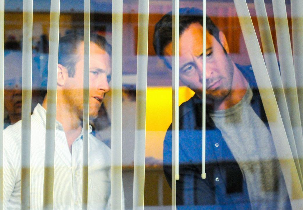 Ein Raubüberfall in einem Juwelierladen hinterlässt blutige Spuren. Danny (Scott Caan, l.) und Steve (Alex O'Loughlin, r.) ermitteln, um den Täter z... - Bildquelle: Norman Shapiro 2015 CBS Broadcasting Inc. All Rights Reserved.