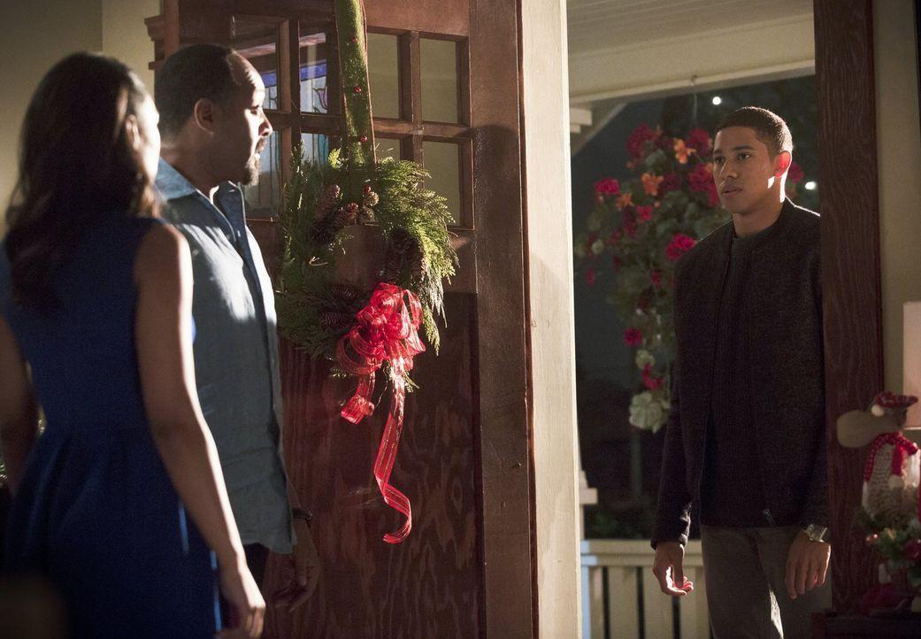 Können und wollen Iris (Candice Patton, l.) und Joe (Jesse L. Martin, M.) Wally (Keiynan Lonsdale, r.) als neues Familienmitglied willkommen heißen? - Bildquelle: 2015 Warner Brothers.