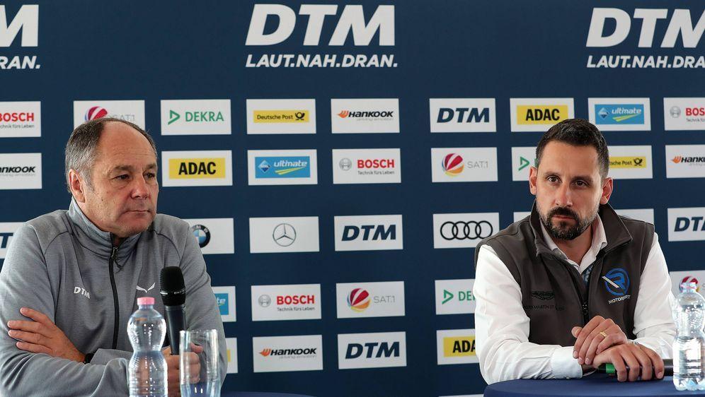 DTM-Chef Gerhard Berger (li.) und Florian Kamelger, Mitinhaber der AF Racing... - Bildquelle: imago/Pakusch