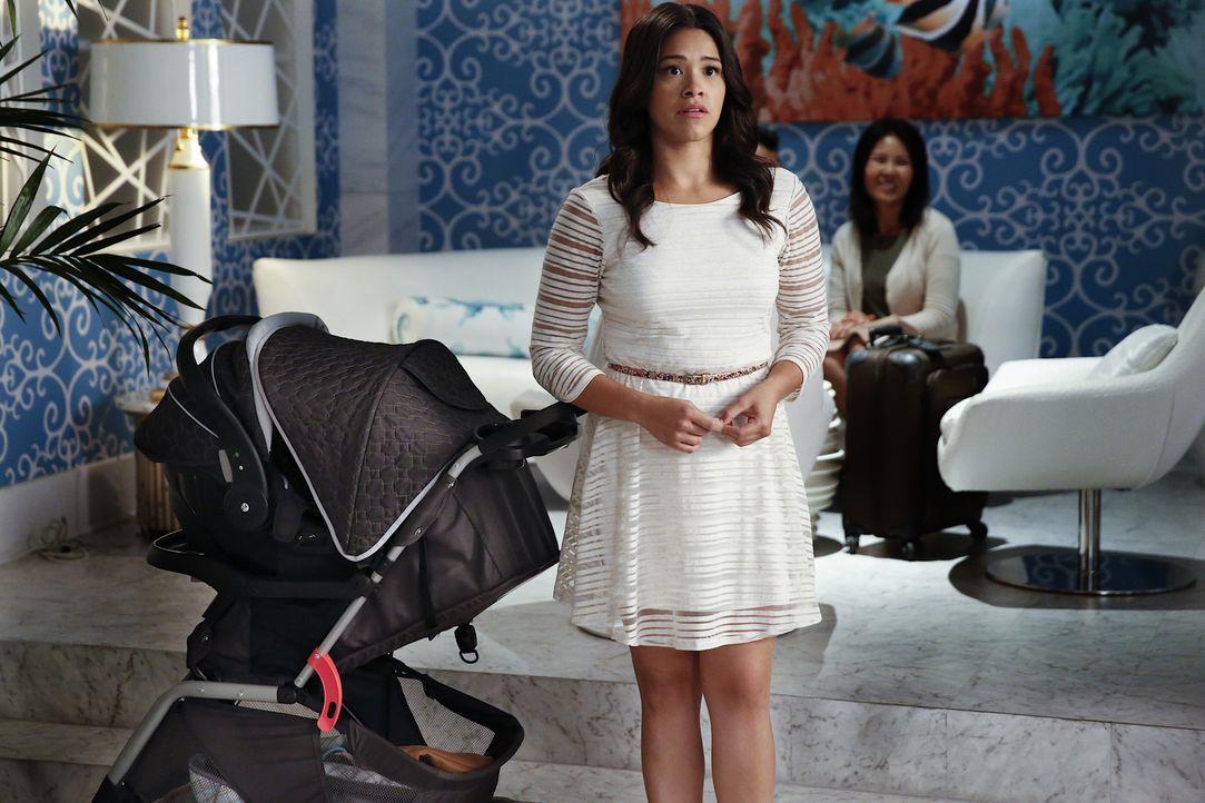 Glaubt, endlich bereit für eine Entscheidung hinsichtlich ihres Liebeslebens zu sein: Jane (Gina Rodriguez) ... - Bildquelle: Greg Gayne 2015 The CW Network, LLC. All rights reserved.