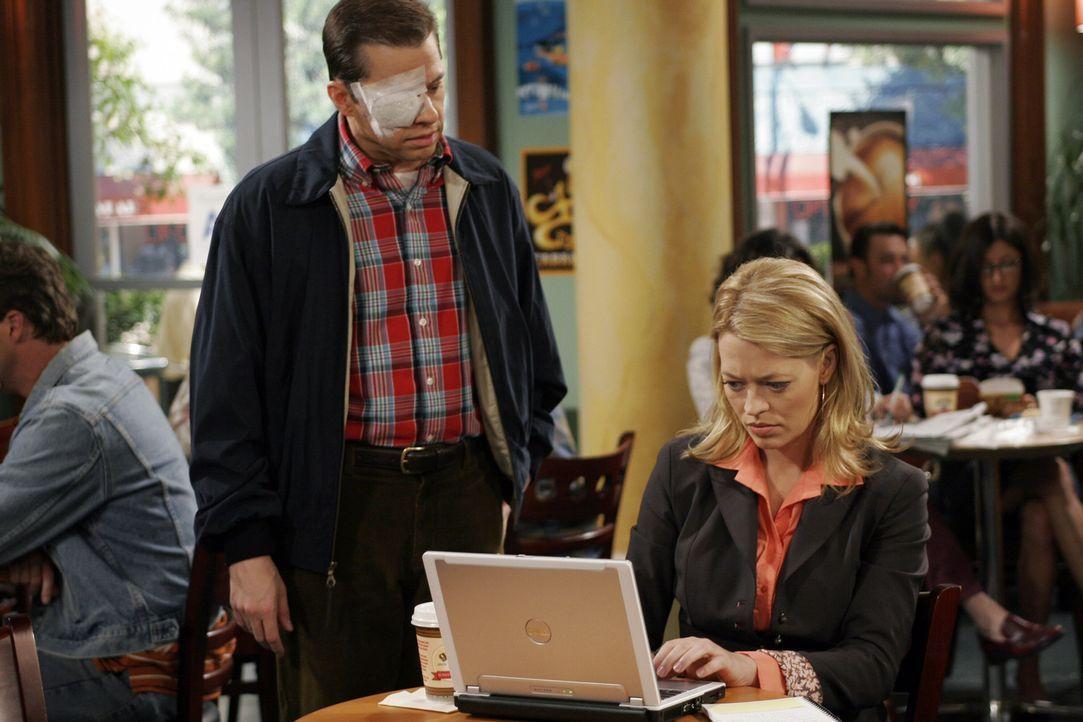 Der nicht ganz alltägliche Haushaltsunfall hat aber auch seine positive Seite: Nach dem Arzttermin treffen die Brüder in einem Kaffeehaus auf Char... - Bildquelle: Warner Bros. Television