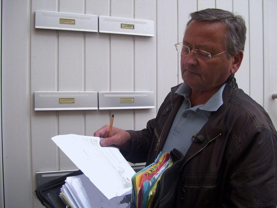 Acht Uhr in Trier. Obergerichtsvollzieher Günther muss eine Wohnung zwangsräumen lassen. - Bildquelle: kabel eins