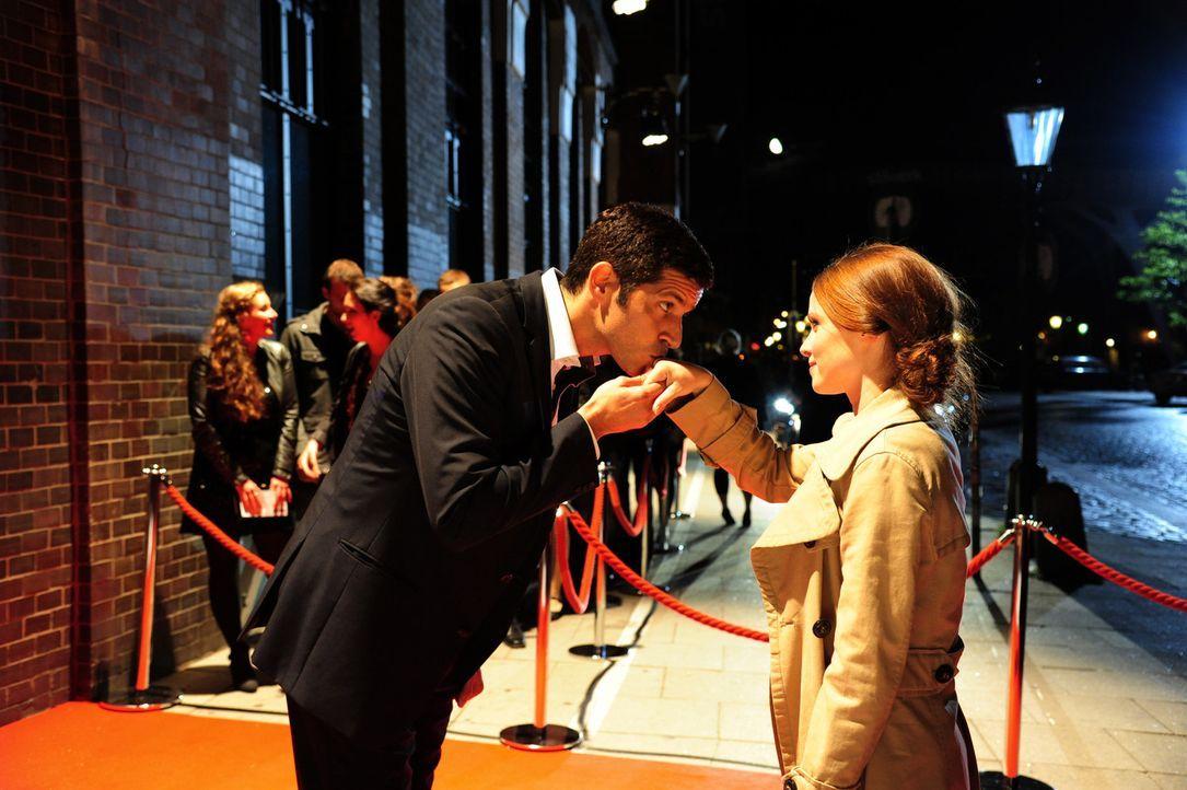 Dass ihr mit dem reichen Reeder-Sohn Paul Ingwersen (Pasquale Aleardi, l.) ausgerechnet ein zukünftiger Prinz über den Weg läuft, ahnt Lissie (Jennifer Ulrich, r.) nicht ...