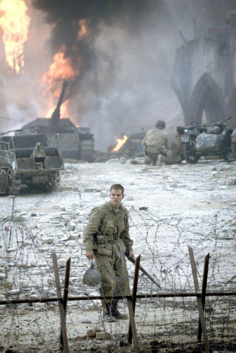 Noch ahnt der junge Fallschirmjäger Private James Ryan (Matt Damon) nicht, dass alle seine Brüder bereits gefallen sind und nun eine kleine Truppe u... - Bildquelle: United International Pictures