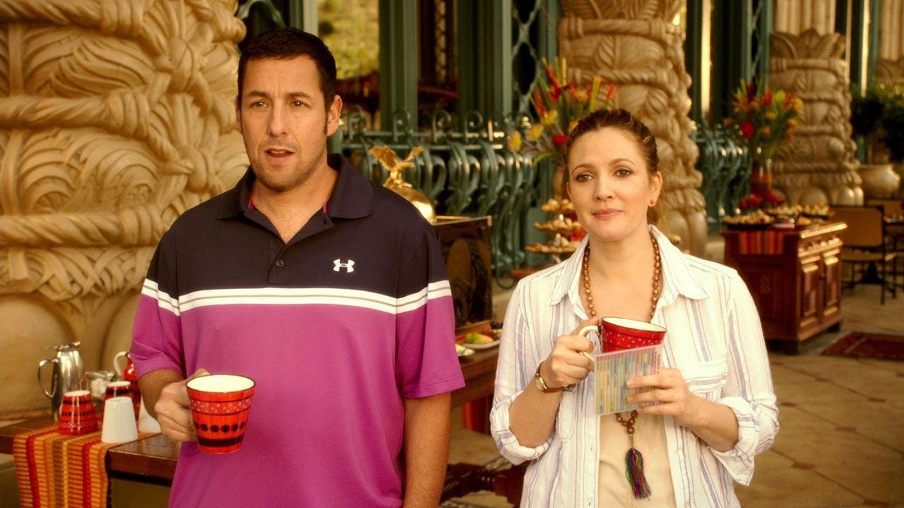 Nach einem missglückten Date treffen Lauren (Drew Barrymore, r.) und Jim (Adam Sandler, l.) zufällig im Urlaub wieder aufeinander. Chaos ist vorprog... - Bildquelle: Warner Brothers