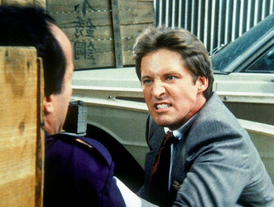 Wenn es um Amandas Leben geht, kann Lee (Bruce Boxleitner, r.) sehr zornig werden. Er versucht, den Gangster Rollo (Eugene Butler) zum Reden zu brin... - Bildquelle: CBS Television