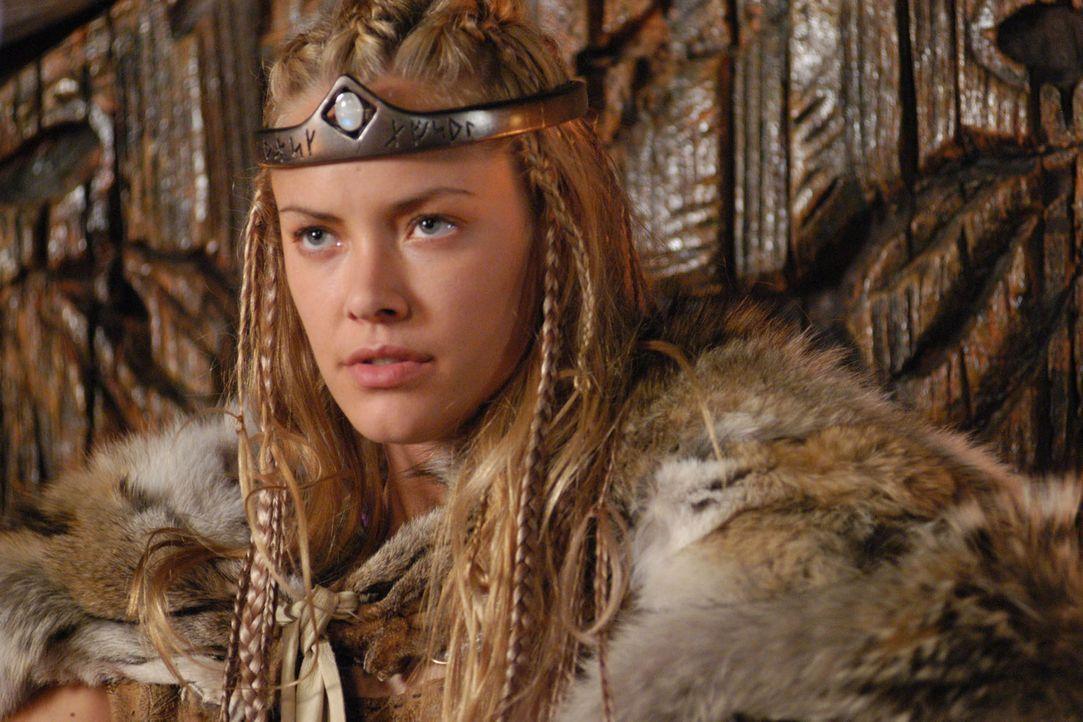 Die schöne Brunhild (Kristanna Loken), Königin von Island, hat sich unsterblich in Siegfried verliebt. Voller Hoffnung erwartet sie die Ankunft ihre... - Bildquelle: Sat.1/© 2004 Tandem Communications/VIP Medienfonds 2&3 TANDEM PRODUCTIONS