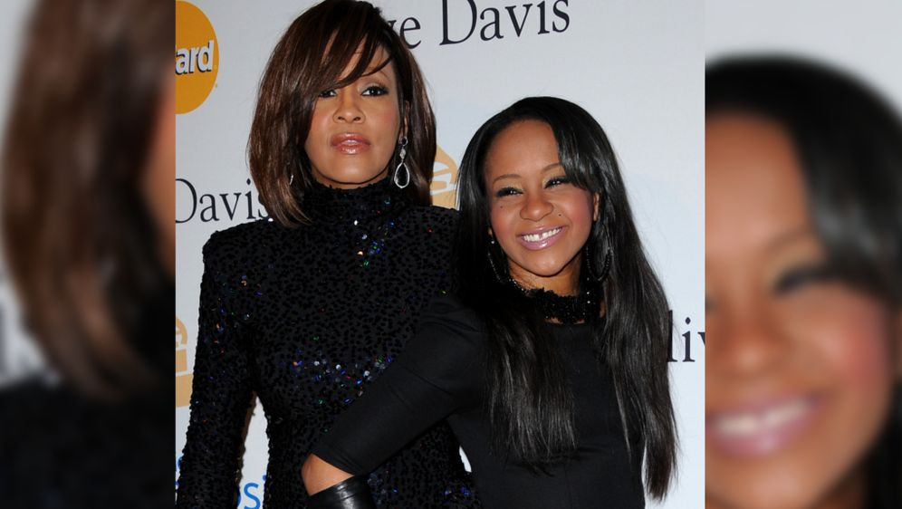 Bobbi Kristina Brown Tot Ruhestätte Neben Mama Whitney Houston