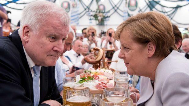 Seehofer Merkel Bierzelt