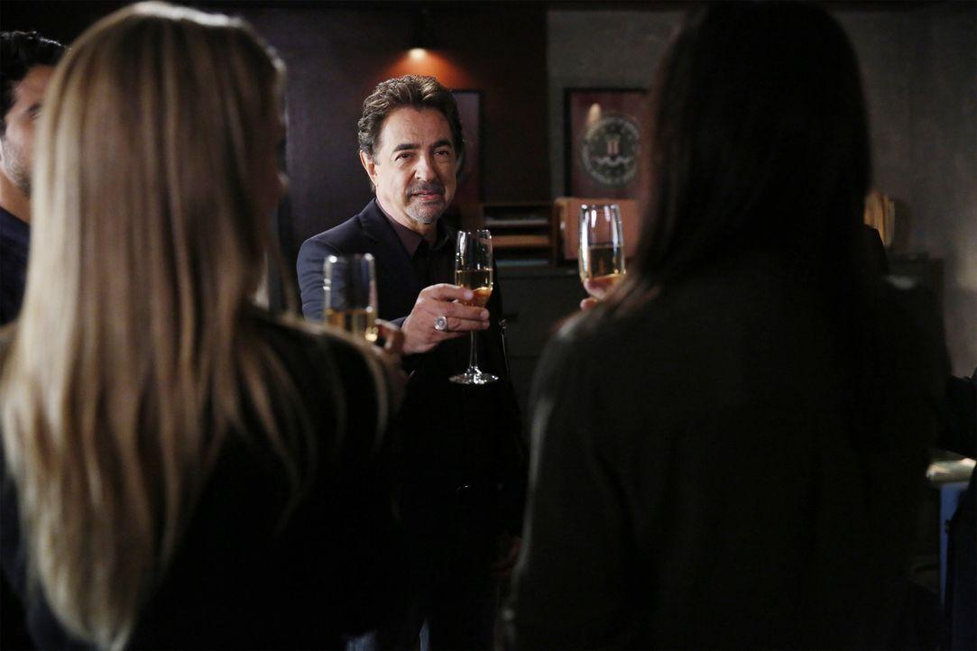 Hat eine wichtige Neuigkeit für das Team: Rossi (Joe Mantegna) ... - Bildquelle: Cliff Lipson ABC Studios