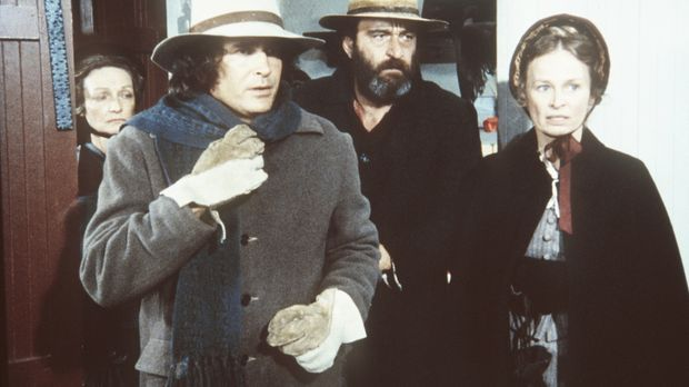 Charles (Michael Landon, 2.v.l.), Mr. Edwards (Victor French) und Grace (Bonn...