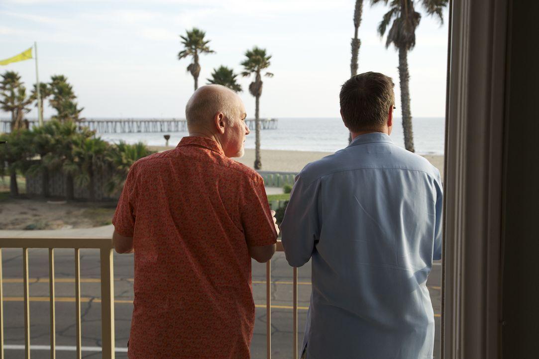 Ned (l.) will den Winter in Michigan ein für alle Mal hinter sich lassen und zu seinem Freund Joel (r.) nach Kalifornien ziehen. Doch findet das Paa... - Bildquelle: 2013,HGTV/Scripps Networks, LLC. All Rights Reserved
