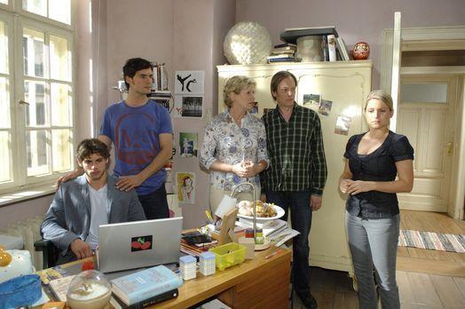 Anna (Jeanette Biedermann, r.) hat Jonas (Roy Peter Link, l.), Alexander (Pau...