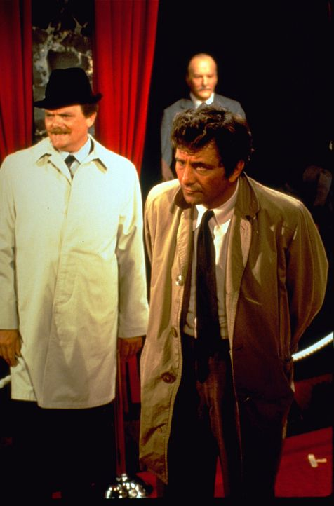 (v.l.n.r.) Det. Chief Supt. William Durk (Bernard Fox); Columbo (Peter Falk) - Bildquelle: 1972 Universal City Studios LLLP. All Rights Reserved.