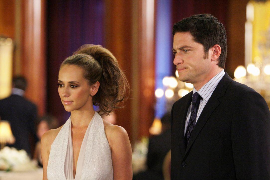 Melinda (Jennifer Love Hewitt, l.) und Jim (David Conrad, r.) machen eine Kreuzfahrt. Für das Schiff,  mit dem sie unterwegs sind, ist es die letzte... - Bildquelle: ABC Studios