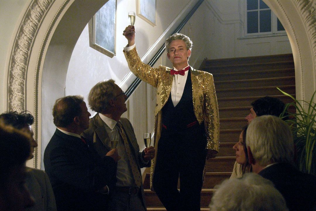 Mit einem atemberaubenden Zaubertrick entzückt Kaminsky (Rolf Kanies) sein Publikum. - Bildquelle: Walter Wehner Sat.1