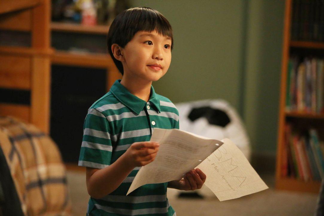 Weil Evan (Ian Chen) bei einem Mädchen aus der Schule Spielschulden angehäuft hat, ist er auf den Einfallsreichtum seines Bruders Eddie angewiesen.... - Bildquelle: 2015-2016 American Broadcasting Companies. All rights reserved.