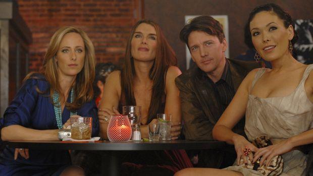 Wendy (Brooke Shields, 2.v.l.) ist völlig aufgeregt: Ihr Mann Shane steht nac...