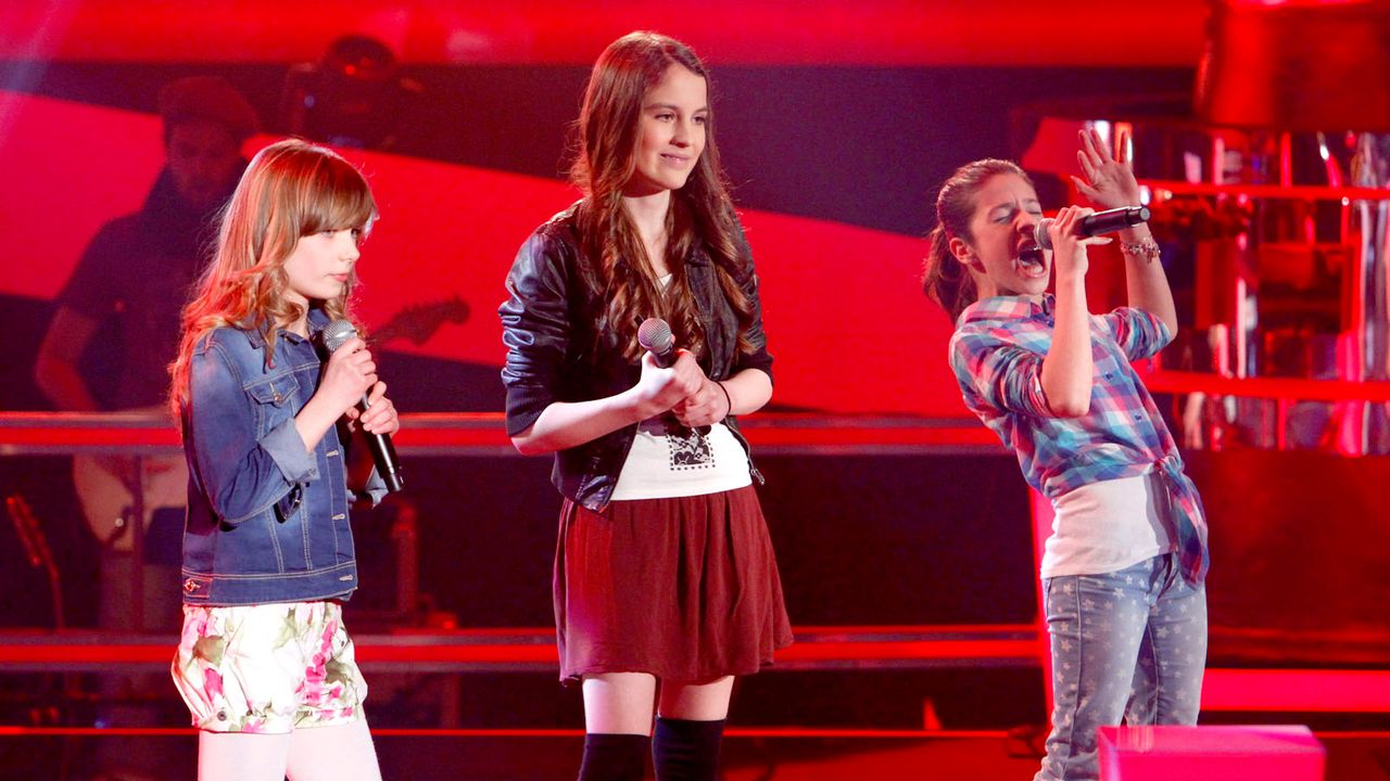 The-Voice-Kids-epi05-Julika-Michele-Marie-1-SAT1-Richard-Huebner - Bildquelle: SAT.1/Richard Hübner