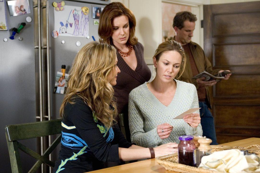 Sarahs (Diane Lane, r.) Schwestern Christine (Ali Hillis, l..) und Carol (Elizabeth Perkins, M.) beraten Sarah nach besten Kräften bei ihrer Suche n... - Bildquelle: Warner Brothers