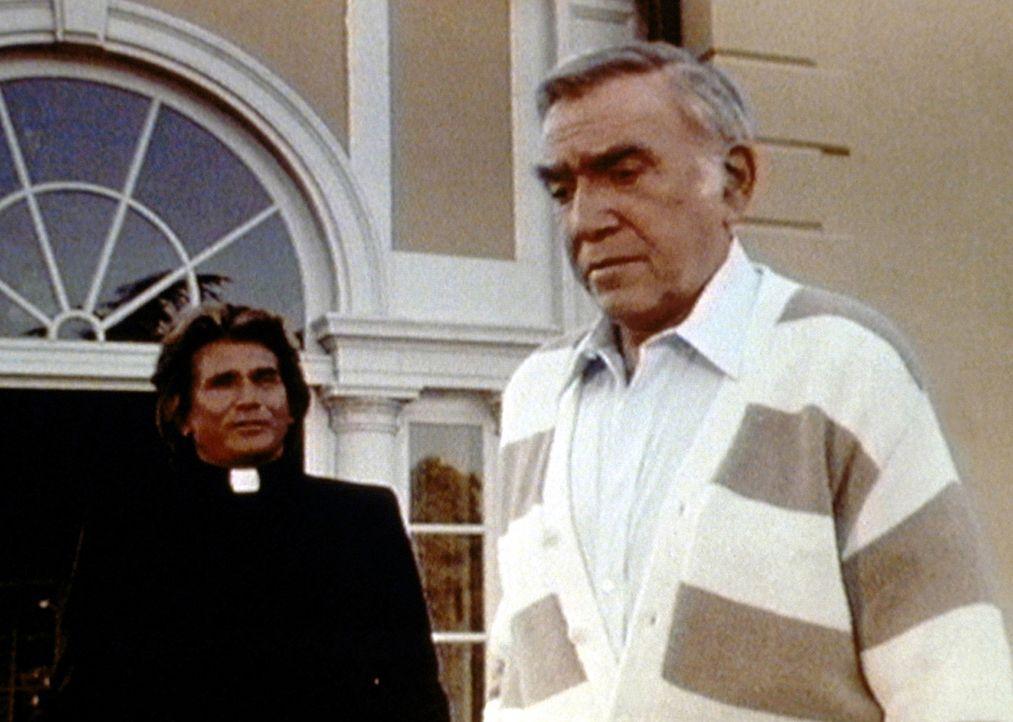 Der Broadwaystar Fred Fusco (Lorne Greene, r.) kann selbst Jonathan (Michael Landon, l.) nicht überzeugen, dass er Gott gesehen hat. - Bildquelle: Worldvision Enterprises, Inc.