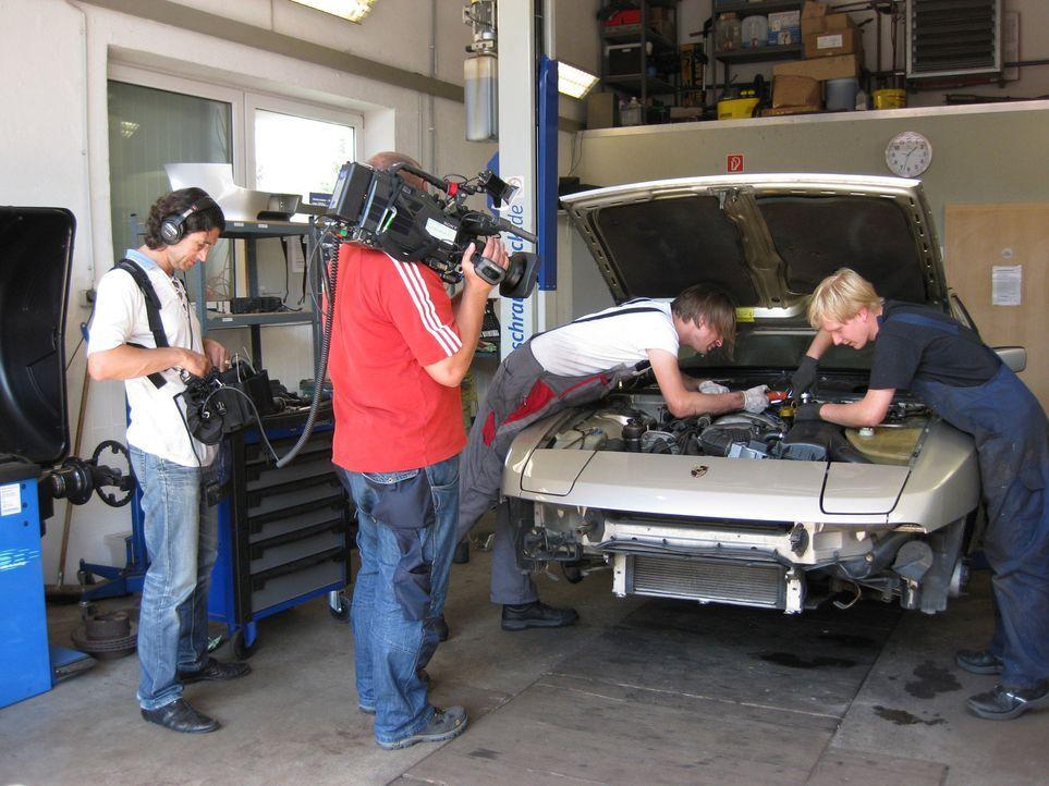 """""""Abenteuer Auto""""-Redakteur Martin erfüllt sich seinen Traum vom eigenen Porsche ... - Bildquelle: kabel eins"""
