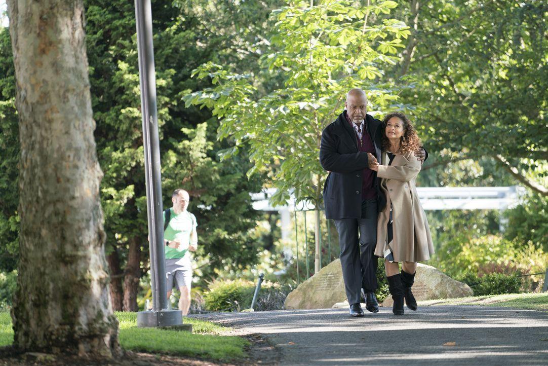 Dr. Richard Webber (James Pickesn Jr., l.); Dr. Catherine Avery (Debbie Allen, r.) - Bildquelle: Derek Johnson ABC Studios/Derek Johnson