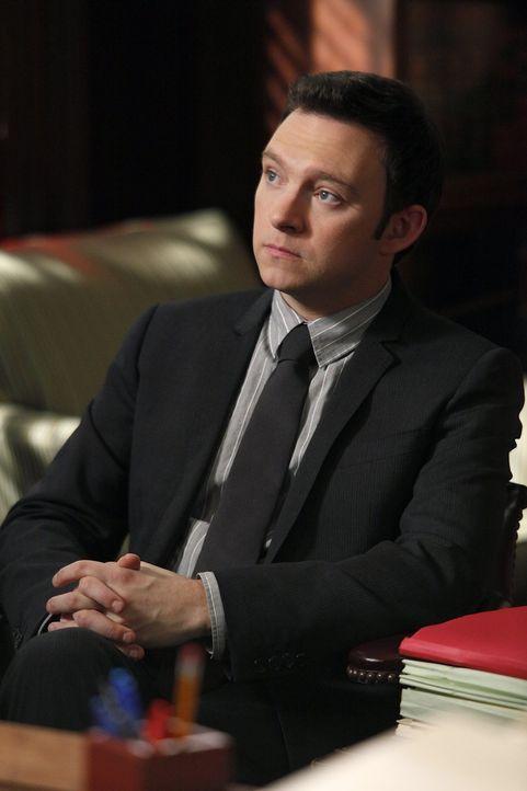 Wird Zeuge wie Lewis bei einem Drive-By verwundet wird: Adam (Nathan Corddry) ... - Bildquelle: Warner Bros. Television
