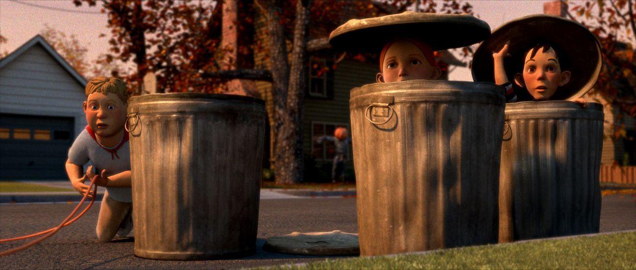 D.J. (M.), Chowder (l.) und Jenny (r..) beobachten das Nachbarhaus genau. Ihr Verdacht kann doch einfach nicht stimmen! - Bildquelle: Sony Pictures Television International. All Rights Reserved.