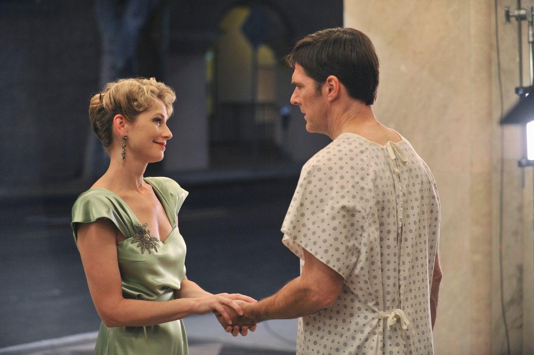 Nachdem Hotch (Thomas Gibson, r.) niedergestochen wurde, kämpft er um sein Leben und hat dabei Visionen von seiner verstorbenen Ehefrau Haley (Mered... - Bildquelle: ABC Studios