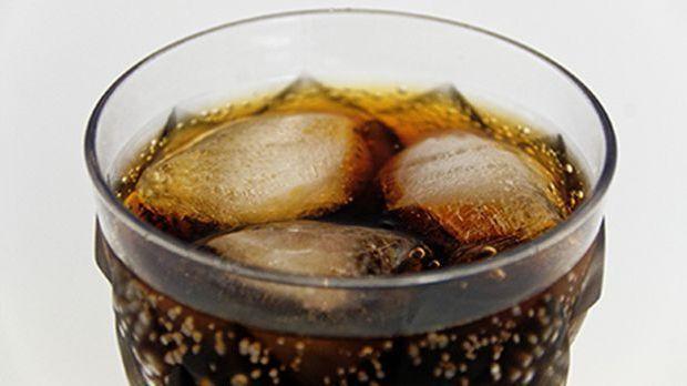 wunderwaffe im haushalt 5 berraschende putztricks mit cola. Black Bedroom Furniture Sets. Home Design Ideas