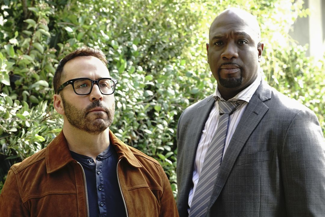 Tanner (Jeremy Piven, l.); Detective Cavanaugh (Richard T. Jones, r.) - Bildquelle: Bill Inoshita Bill Inoshita   2017 CBS Broadcasting, Inc. All Rights Reserved.