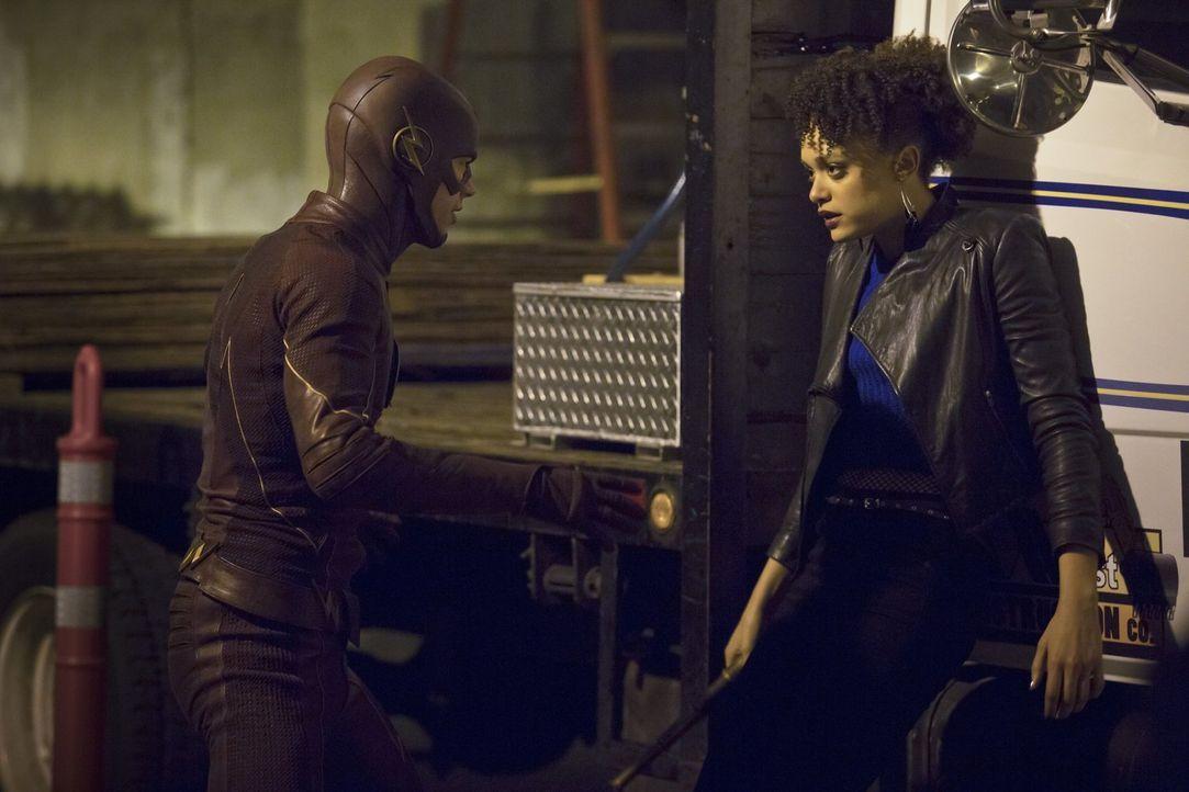 Eigentlich wollte Shawna alias Peek-a-Boo (Britne Oldford, r.) nur die Schulden ihres Freundes bei einem Gangsterboss tilgen, doch Barry alias The F... - Bildquelle: Warner Brothers.