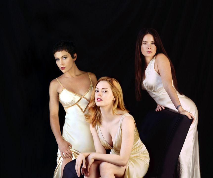 """(6. Staffel) - Die """"Mächtigen Drei"""", Phoebe (Alyssa Milano, l.), Piper (Holly Marie Combs, r.) und Paige (Rose McGowan, M.), kämpfen gemeinsam gegen... - Bildquelle: Paramount Pictures"""