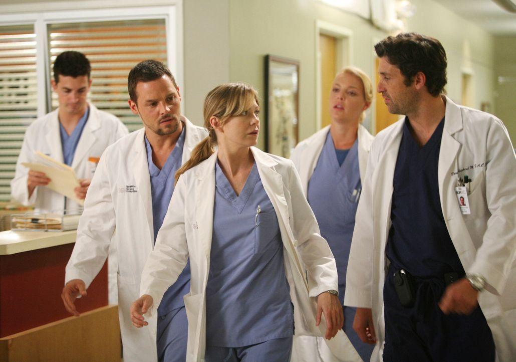 Durch einen Wasserrohrbruch geht es im Seattle Grace Hospital drunter und drüber: Alex (Justin Chambers, 2.vl.) Meredith (Ellen Pompeo, M.) Izzie (... - Bildquelle: Touchstone Television