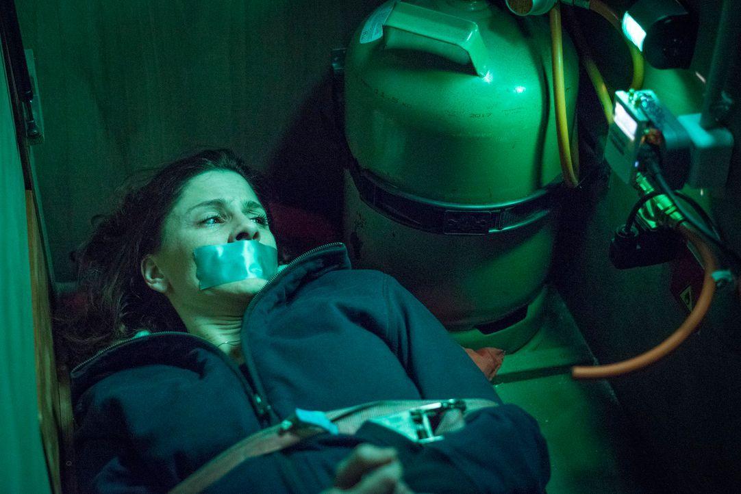 Koller kidnappt Micks schwangere Freundin Astrid (Christina Hecke) und droht, sie zu töten, sollte ihm nicht umgehend das Geld ausgehändigt werden.... - Bildquelle: Martin Rottenkolber SAT.1