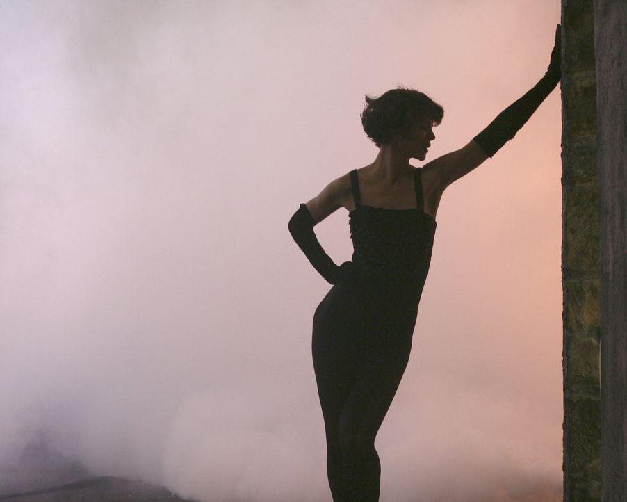 Sexy Vision: Jazz-Sängerin (Katie Holmes) ... - Bildquelle: Disney - ABC International Television