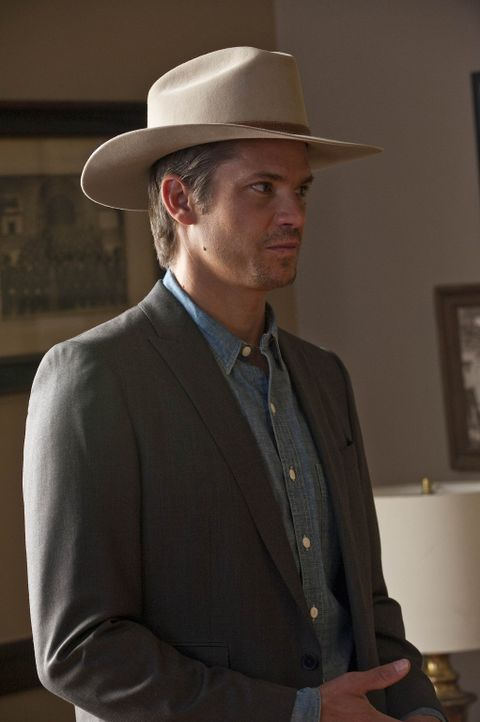 Muss erkennen, dass sein eigener Vater ein hinterlistiges Schlitzohr ist: Raylan Givens (Timothy Olyphant) - Bildquelle: 2010 Sony Pictures Television Inc. and Bluebush Productions, LLC. All Rights Reserved.